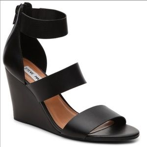 {STEVE MADDEN} Kadenn Black Wedge Heel Sandals